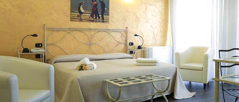 Hotel Italia, Verona, Italy - bedroom interior.jpg